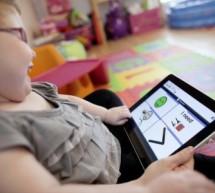 """وزارة التربية و التعليم تمنح طلاب الإعاقة الحركية أجهزة """"آيباد"""""""