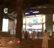 بالصور طوابير الآيفون 6 و الآيفون 6 بلس في السعودية