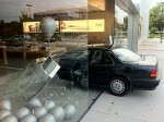 apple-store-car-crash-4
